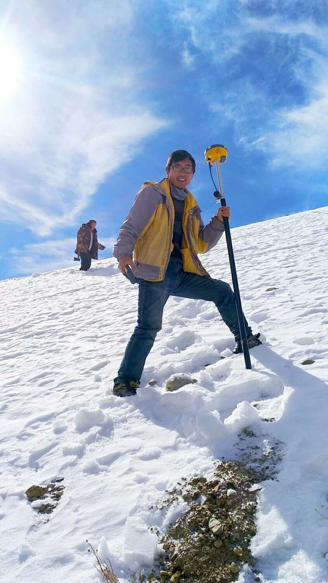 2018040805326814 - At the foot of the Himalayas, a group of surveyors are the faithful guards of the home of snow